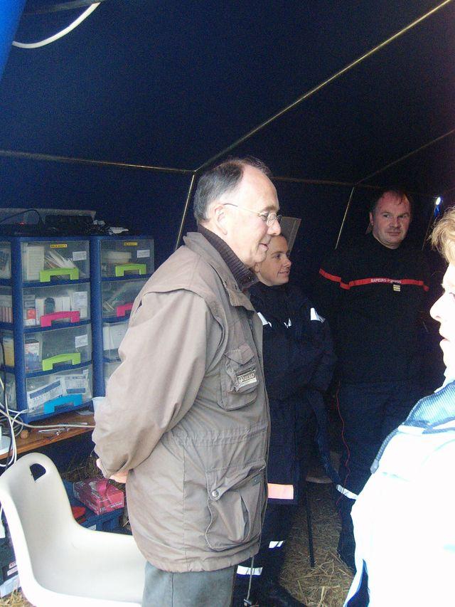 Jean GAUBERT avec une équipe de secours sur le site